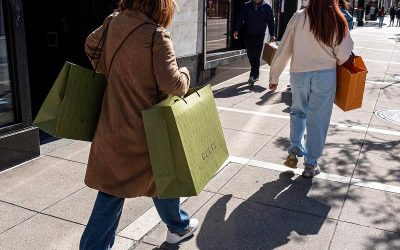 June US Retail sales up as Americans get out and about