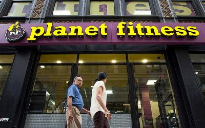 Planet Fitness stays afloat during pandemic, bets big on brick and mortar